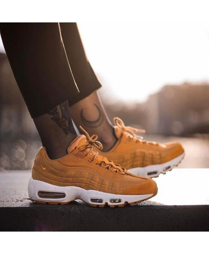 Chaussures Nike Air Max 95 Premium Or