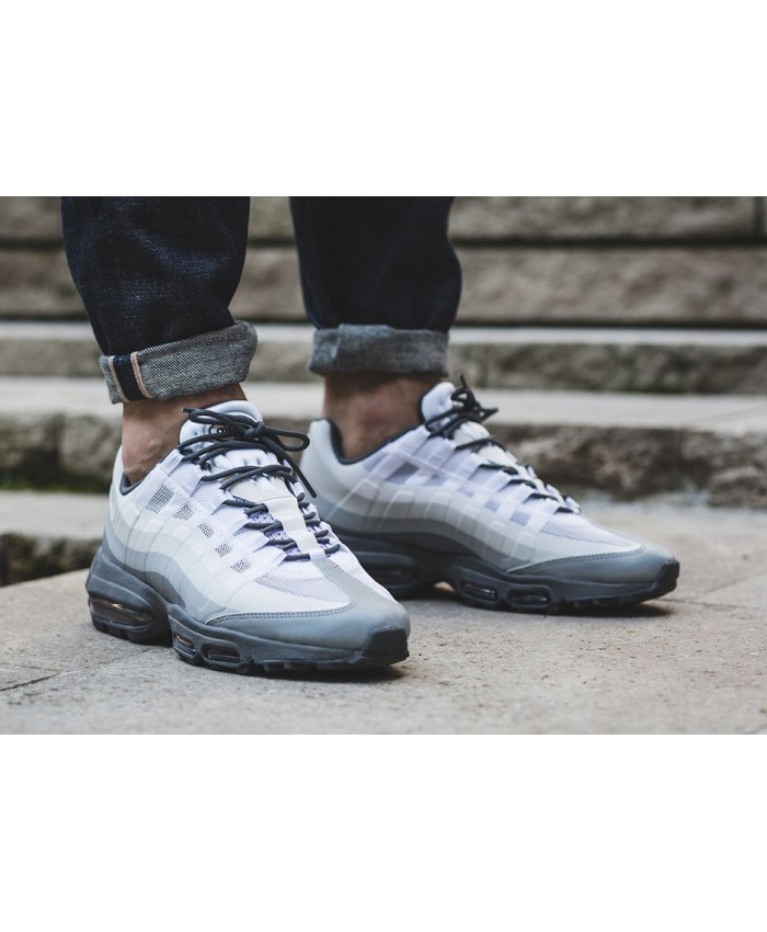Chaussures Nike Air Max 95 Ultra Essential Gris