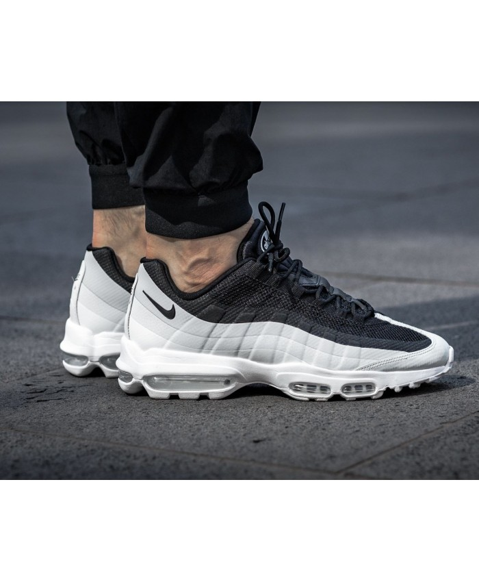 Chaussures Nike Air Max 95 Ultra Essential Noir Blanc