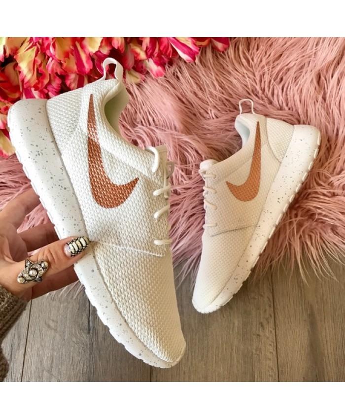 Femme Nike Roshe One Rose Or Swoosh Blanc