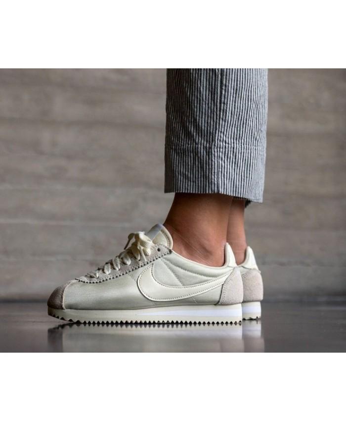 Nike Cortez Femme Nylon Fossil Blanc