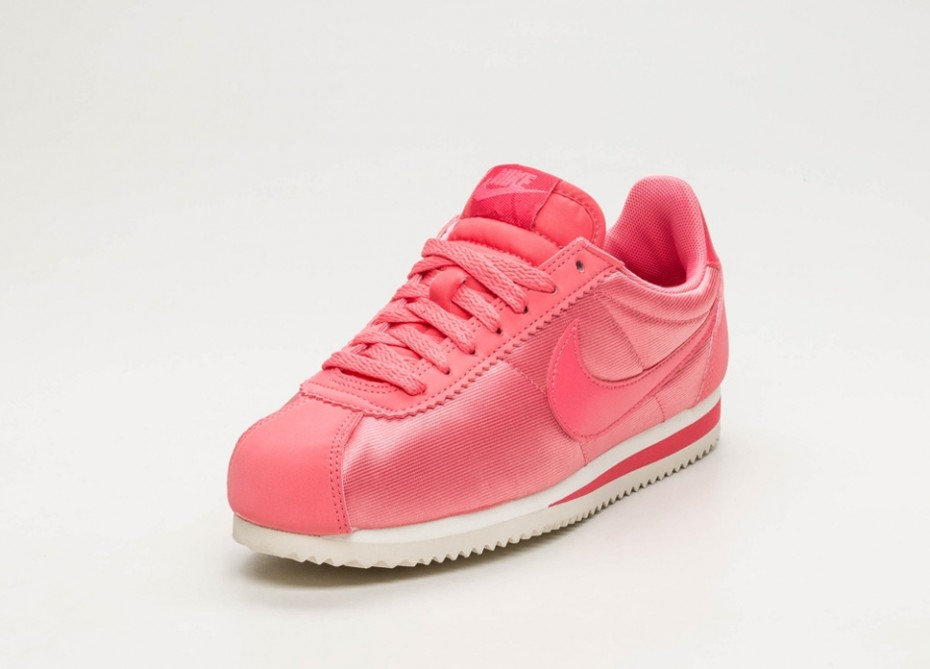 Femme Rose Nike Cortez Classic Nylon Rose Femme Blanc 4c9ec4